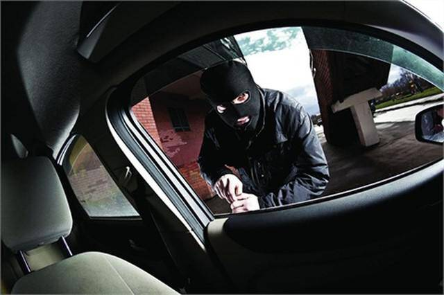 Άρτα: Εκλεψε ηχοσύστημα απο αυτοκίνητο